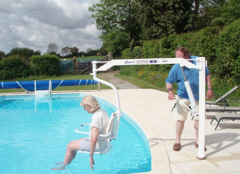 Wheelchair accessible farmhouse pool with hoist normandy - Swimming pool wheelchair lift law ...